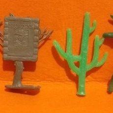 Figuras de Goma y PVC: FIGURAS TIPO COMANSI...INDIO CON ARCO,CACTUS,ARBOL CON CARTEL Y SOLDADO MEDIEVAL - BUEN ESTADO.. Lote 287962963