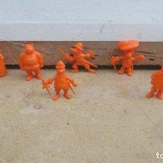 Figuras de Goma y PVC: FIGURAS DUNKIN SERIE DARTACAN Y LOS TRES MOSQUEPERROS - NARANJAS. Lote 288073273
