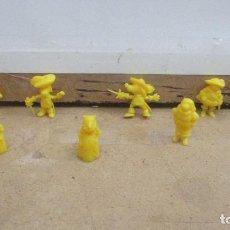 Figuras de Goma y PVC: FIGURAS DUNKIN SERIE DARTACAN Y LOS TRES MOSQUEPERROS - AMARILLO. Lote 288073788