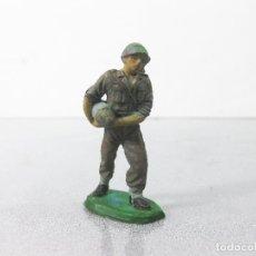 Figuras de Goma y PVC: FIGURA DE GOMA JECSAN DE UN SOLDADO DE CASCOS AZULES DE GOMA. AÑOS 50. Lote 288720773