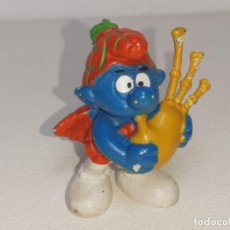 Figuras de Goma y PVC: BULLY : ANTIGUA FIGURA DE GOMA DE LOS PITUFOS - SMURFS - PITUFO GAITERO ESCOCES - AÑOS 80. Lote 288870683