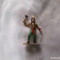 Figuras de Goma y PVC: FIGURA INDIO PVC CON HACHA PINTADO A MANO JECSAN COMANSI PEACH PIPERO. Lote 289628593