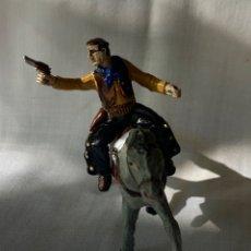 Figuras de Goma y PVC: VAQUERO A CABALLO EN GOMA. FABRICADO POR SOTORRES. AÑOS 50. Lote 291249353