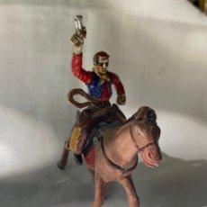 Figuras de Goma y PVC: VAQUERO A CABALLO EN GOMA. MARCA SOTORRES. AÑOS 50. Lote 291251373