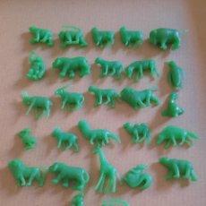 Figuras de Goma y PVC: DUNKIN LOTE 27 ANIMALES VERDES. Lote 292041848