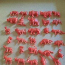 Figuras de Goma y PVC: DUNKIN LOTE 31 ANIMALES ROJOS. Lote 292043548