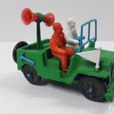 Figuras de Goma y PVC: JEEP DE LA VUELTA CICLISTA . REALIZADO POR SOTORRES . ORIGINAL AÑOS 60. Lote 292305843