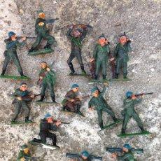 Figuras de Goma y PVC: SOLDADOS SERIE CASCOS AZULES FIGURAS ANTIGUAS PLÁSTICO AÑOS 60/70 JECSAN. Lote 292550113
