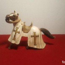 Figuras de Goma y PVC: CABALLO TEMPLARIO SCHLEICH. Lote 293575508