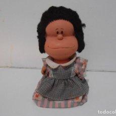 Figuras de Goma y PVC: MUÑECA DE GOMA, MAFALDA QUINO, RAYITO DE SOL, INDUSTRIA ARGENTINA, FALTA UN BRAZO. Lote 293728413