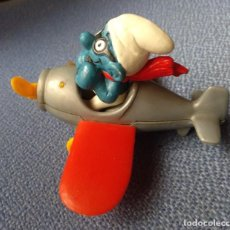 Figuras de Goma y PVC: JUGUETE GOMA O PVC, PITUFO AVIADOR CON AVION - SCHLEITH - PEYO - VER DEFECTO. Lote 293776073