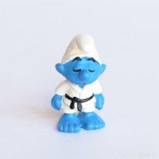 Figuras de Goma y PVC: VINTAGE PITUFO JUDOKA. JUDO. CINTURÓN NEGRO. SCHLEICH. MADE IN GERMANY. PEYO 1981-(20134). Lote 294036418