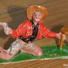 Figuras de Goma y PVC: FIGURA VAQUERO O COWBOY CON TABURETE, POSICION DISPARANDO SERIE OESTE, AÑOS 60, REALIZADO EN PLASTIC. Lote 295436523