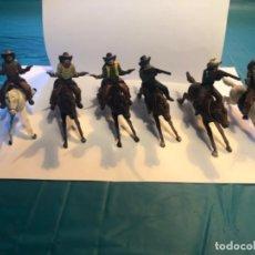 Figuras de Goma y PVC: PECH SEIS VAQUEROS CON CABALLO AÑOS 50 ORIGINALES. Lote 296612258