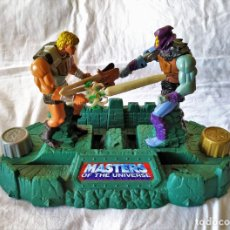 Figuras Masters del Universo: JUEGO MASTERS OF THE UNIVERSE ROCK'EM, SOCK'EM DEL 2002 HEMAN VS SKELETOR.. Lote 171459359