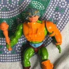 Figuras Masters del Universo: FIGURA MAN AT ARMS MASTERS DEL UNIVERSO COMPLETO ORIGINAL MATTEL INC 1981 FRANCIA. Lote 215996297