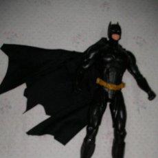 Figuras y Muñecos DC: FIGURA BATMAN DE GRAN TAMAÑO CON SERIE LIMITADA CON CAPA DE TELA. Lote 23209599