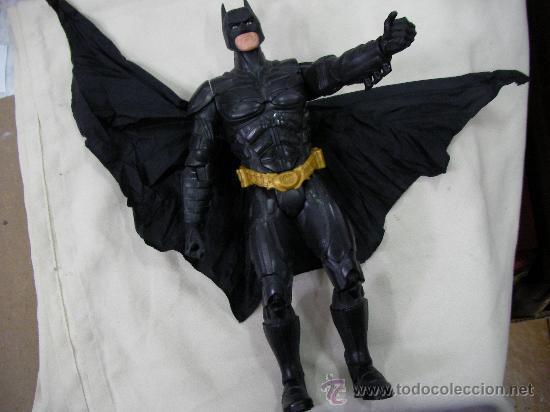ANTIGUO BATMAN GRANDE CON ALAS DE TELA ENROLLABLES MECANICAMENTE EN PERFFECTO ESTADO (Juguetes - Figuras de Acción - DC)