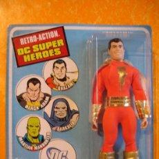 Figuras y Muñecos DC: FIGURA SHAZAM . RETRO ACTION DC SUPER HEROES . MATTEL 2010 MEGO 1970'S . NUEVA !. Lote 38235145