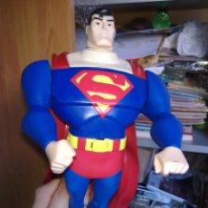 Figuras y Muñecos DC: SUPERMAN GIGANTESCA FIGURA PESADA OJOS LASER SONIDOS FUNCIONANDO UNA PASADA MARVEL DC. Lote 48967672