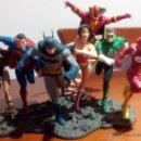Figuras y Muñecos DC: FIGURA DE RESINA LIGA DE LA JUSTICIA DC DIORAMA DE TRES PIEZAS + LA FIGURA DE RED TORNADO. Lote 51171642