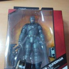 Figuras y Muñecos DC: BATMAN VS SUPERMAN MULTIVERSE BATMAN 6 PULGADAS FIGURA DE LA PELICULA CON ARMADURA DC. Lote 55686139