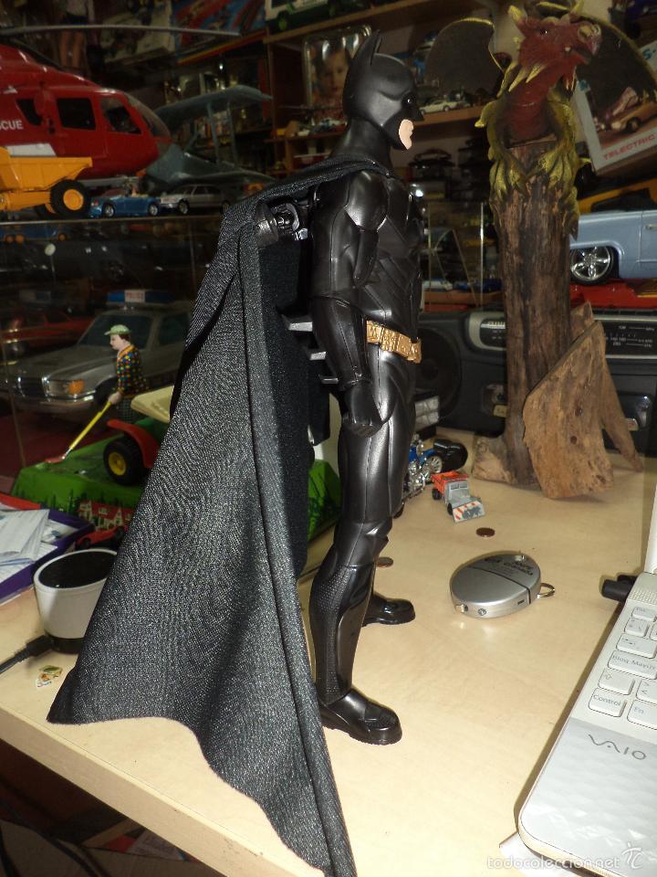 Figuras y Muñecos DC: Batman - Mattel DC cómics.Dark Knight.Action Cape.Muñeco articulado de 35 cm de alto. - Foto 3 - 57680541