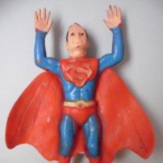Figuras y Muñecos DC: SUPERMAN ANTIGUA FIGURA DE GOMA DE 16 CM AÑOS 70. Lote 61430495