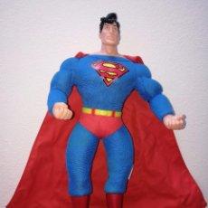 Figuras y Muñecos DC: SUPERMAN - MUÑECO SUPERMAN DE PLASTICO Y FIBRA DE POLYESTER, PARK WARNER BROS, MIDE 35 CM!!! SBB. Lote 64891811
