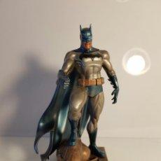 Figuras y Muñecos DC: BATMAN MINI ESTATUA (PÁTINA) JIM LEE. Lote 103224947