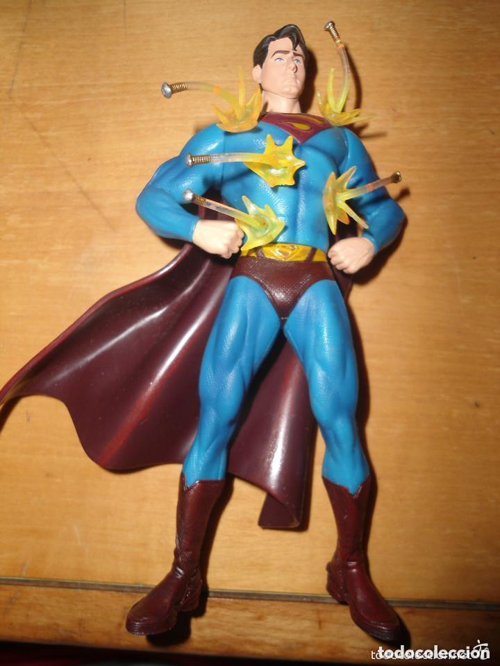 FIGURA SUPERMAN INVENCIBLE - TM & DC COMICS (Juguetes - Figuras de Acción - DC)