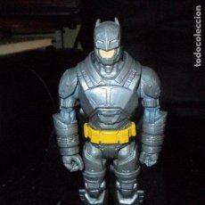 Figuras y Muñecos DC: BATMAN ARMADURA - SUPERMAN VS BATMAN EL AMANECER DE LA JUSTICIA - MATTEL 2015 - . Lote 116929635