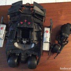 Figuras y Muñecos DC: BATMOBILE BATMAN BEGINS DELUXE + BATMAN CON SU MOTO DC COMICS. Lote 131173172