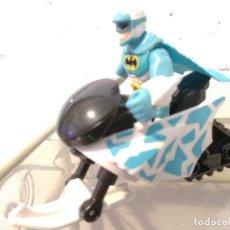 Figuras y Muñecos DC: MOTO NIEVE Y FIGURA BATMAN ÁRTICO DC. Lote 132216866