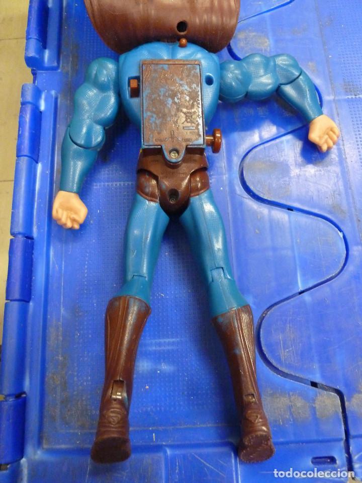 Figuras y Muñecos DC: FIGURA SUPERMAN CON SONIDO MOVIMIENTO Y OJOS ROJOS TM & DC COMICS - Foto 5 - 134584906