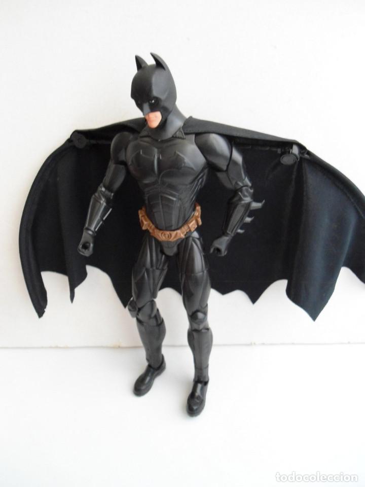 Figuras y Muñecos DC: BATMAN - DC COMICS - FIGURA DE 35 cm ARTICULADA CON CAPA EXTENSIBLE - Foto 2 - 143771322