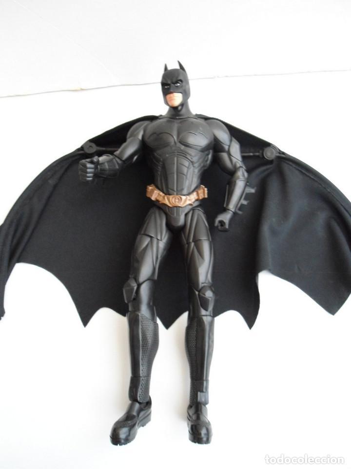 Figuras y Muñecos DC: BATMAN - DC COMICS - FIGURA DE 35 cm ARTICULADA CON CAPA EXTENSIBLE - Foto 4 - 143771322