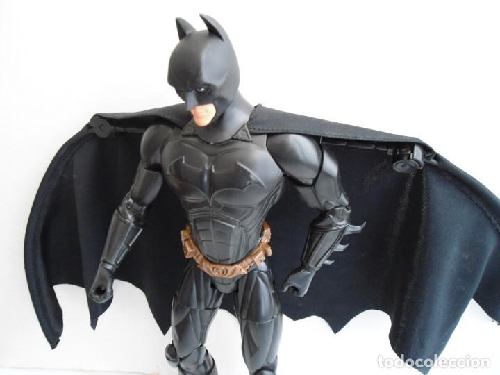 Figuras y Muñecos DC: BATMAN - DC COMICS - FIGURA DE 35 cm ARTICULADA CON CAPA EXTENSIBLE - Foto 5 - 143771322