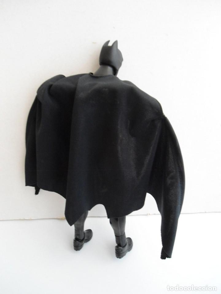 Figuras y Muñecos DC: BATMAN - DC COMICS - FIGURA DE 35 cm ARTICULADA CON CAPA EXTENSIBLE - Foto 10 - 143771322