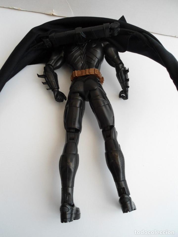 Figuras y Muñecos DC: BATMAN - DC COMICS - FIGURA DE 35 cm ARTICULADA CON CAPA EXTENSIBLE - Foto 11 - 143771322