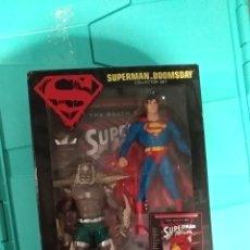 Figuras y Muñecos DC: PACK LA MUERTE DE SUPERMAN: SUPERMAN DOOMSDAY MAS NOVELA GRAFICA EN INGLES. Lote 147628410