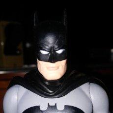 Figuras y Muñecos DC: BATMAN VERSIÓN TRAJE NEGRO JLA FIGURA ARTICULADA 17CM. Lote 151626954