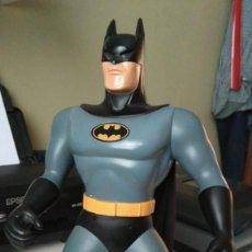 Figuras y Muñecos DC: BATMAN FIGURA CON LUZ - DC COMICS BY KENNER - 1994 - LEED. Lote 167270696