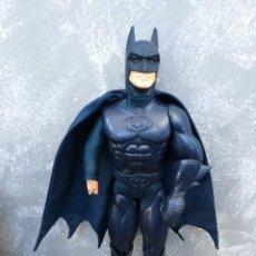 Figuras y Muñecos DC: FIGURA DE ACCION ARTICULADA 30CM BATMAN DC PELICULA BATMAN Y ROBIN KENNER 1997. Lote 170548256