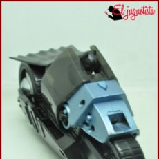 Figuras y Muñecos DC: PLOTKM1 DC - MATTEL 2008 - BATMAN MOTO - 9X19 CM. Lote 171631760