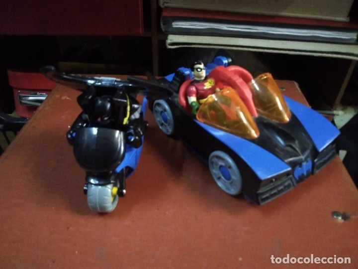 4 PIEZAS COLECCIÓN DC MOTO Y AUTO BATMAN CON 2 FIGURAS BATMAN Y AYUDANTE (Juguetes - Figuras de Acción - DC)