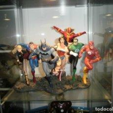 Figuras y Muñecos DC: FIGURA DE RESINA LIGA DE LA JUSTICIA DC + LA FIGURA DE RED TORNADO JLA CON LAS CAJAS. Lote 51171642