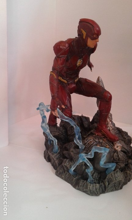Figuras y Muñecos DC: DC Comics, DC Justice League Gallery The Flash, figura 9 inch/23 cm (Diamond Select Toys) - Foto 5 - 182954673