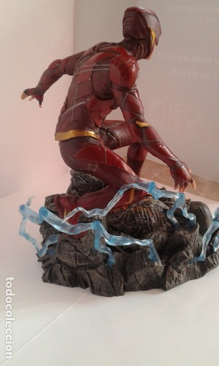 Figuras y Muñecos DC: DC Comics, DC Justice League Gallery The Flash, figura 9 inch/23 cm (Diamond Select Toys) - Foto 8 - 182954673