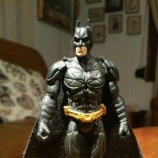 Figuras y Muñecos DC: BATMAN EL CABALLERO OSCURO - THE DARK KNIGHT - CON CAPA DE TELA - MATTEL DC COMICS 10 CM. Lote 186784068